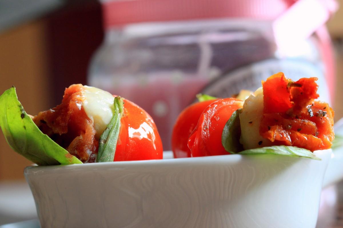 Sucettes tomates mozza et basilic chachou 39 s kitchen - Comment couper le basilic ...